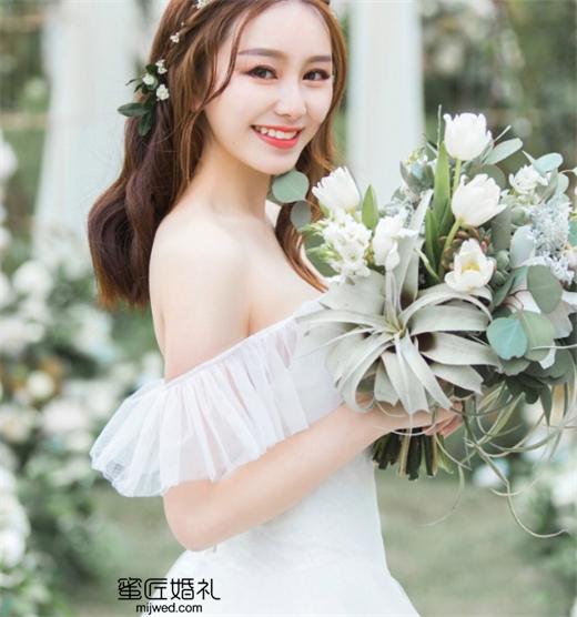 简单小清新伴娘发型图片