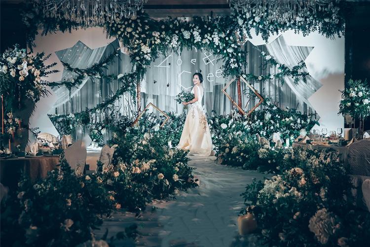 淡淡的森系婚礼效果图_森林系婚礼布置图片_长沙婚庆