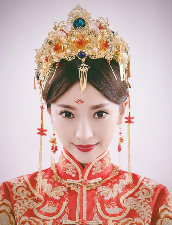 秀禾新娘发型图解步骤_最新秀禾新娘造型图解_长沙婚庆公司蜜匠婚礼