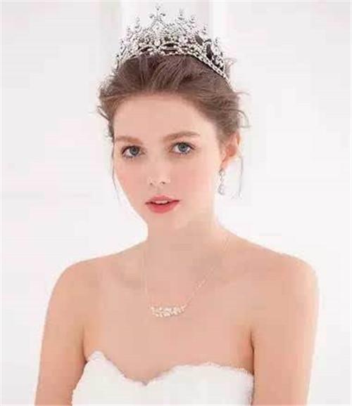 新娘怎么做皇冠发型 新娘皇冠发型的扎法图片