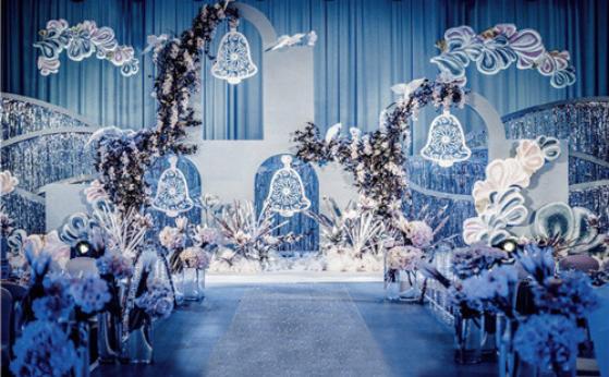 蓝色主题婚礼布置 蓝色系婚礼现场布置方案