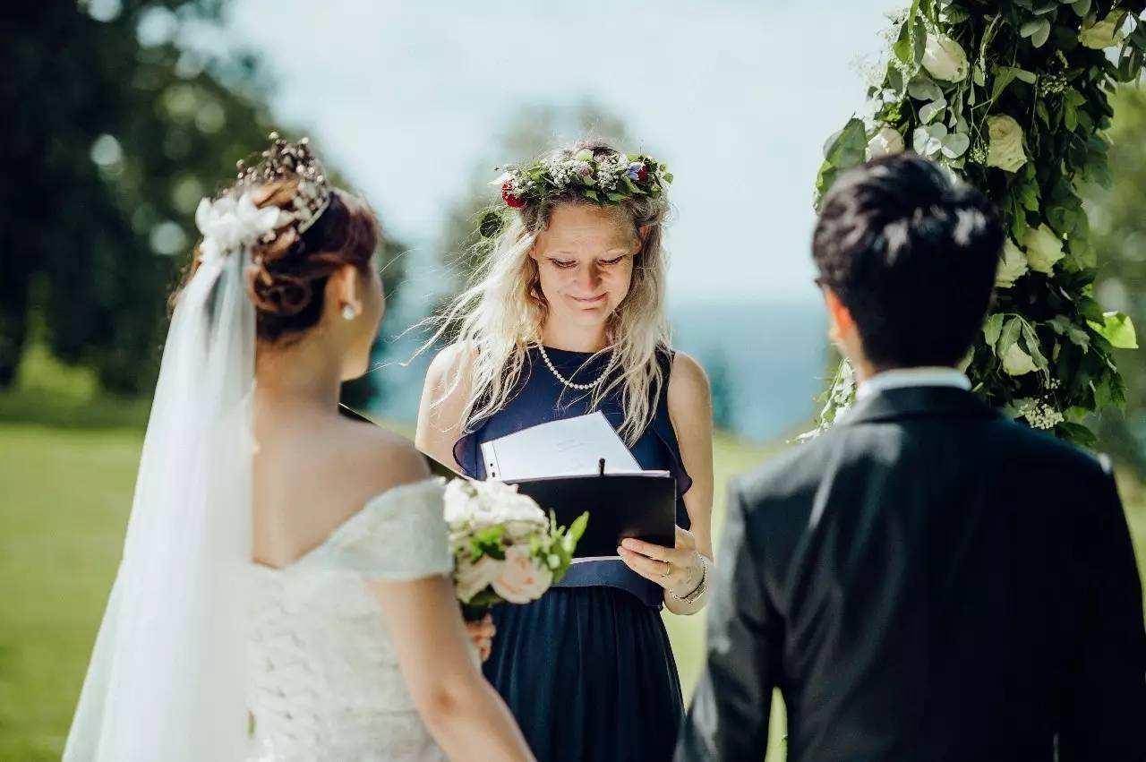 2021婚礼求婚仪式主持词 婚礼司仪串词大全