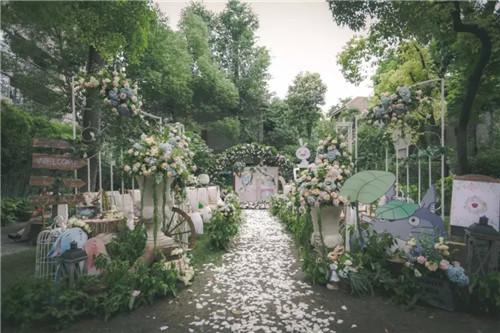 二次元主题婚礼怎么布置