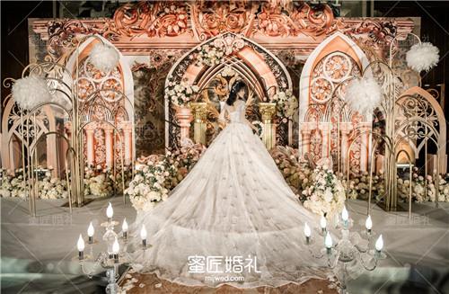 新娘如何挑选最合适的婚纱