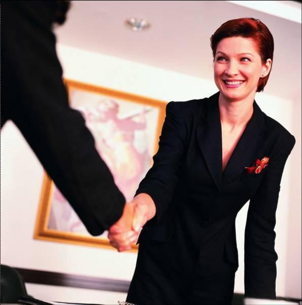 跟领导握手单手还是双手 婚礼迎宾跟领导握手单手还是双手