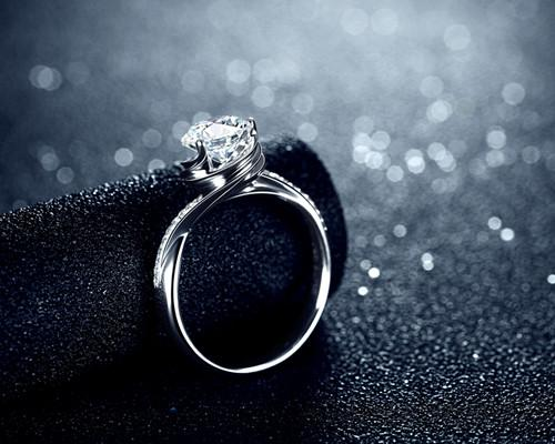 女生结婚戒指怎么戴 女生结婚戒指戴哪边