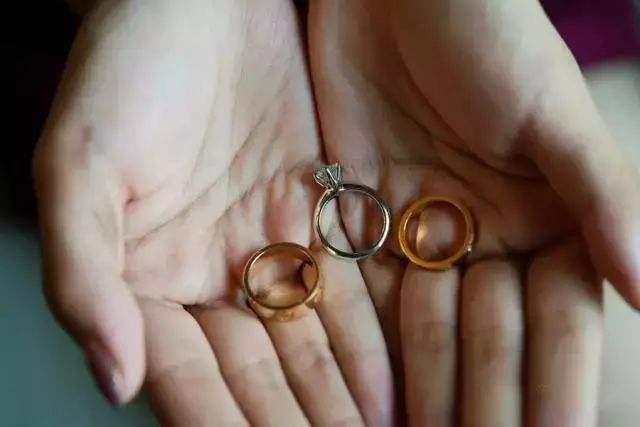 结婚戒指都有什么款式 结婚戒指可以买什么样式的