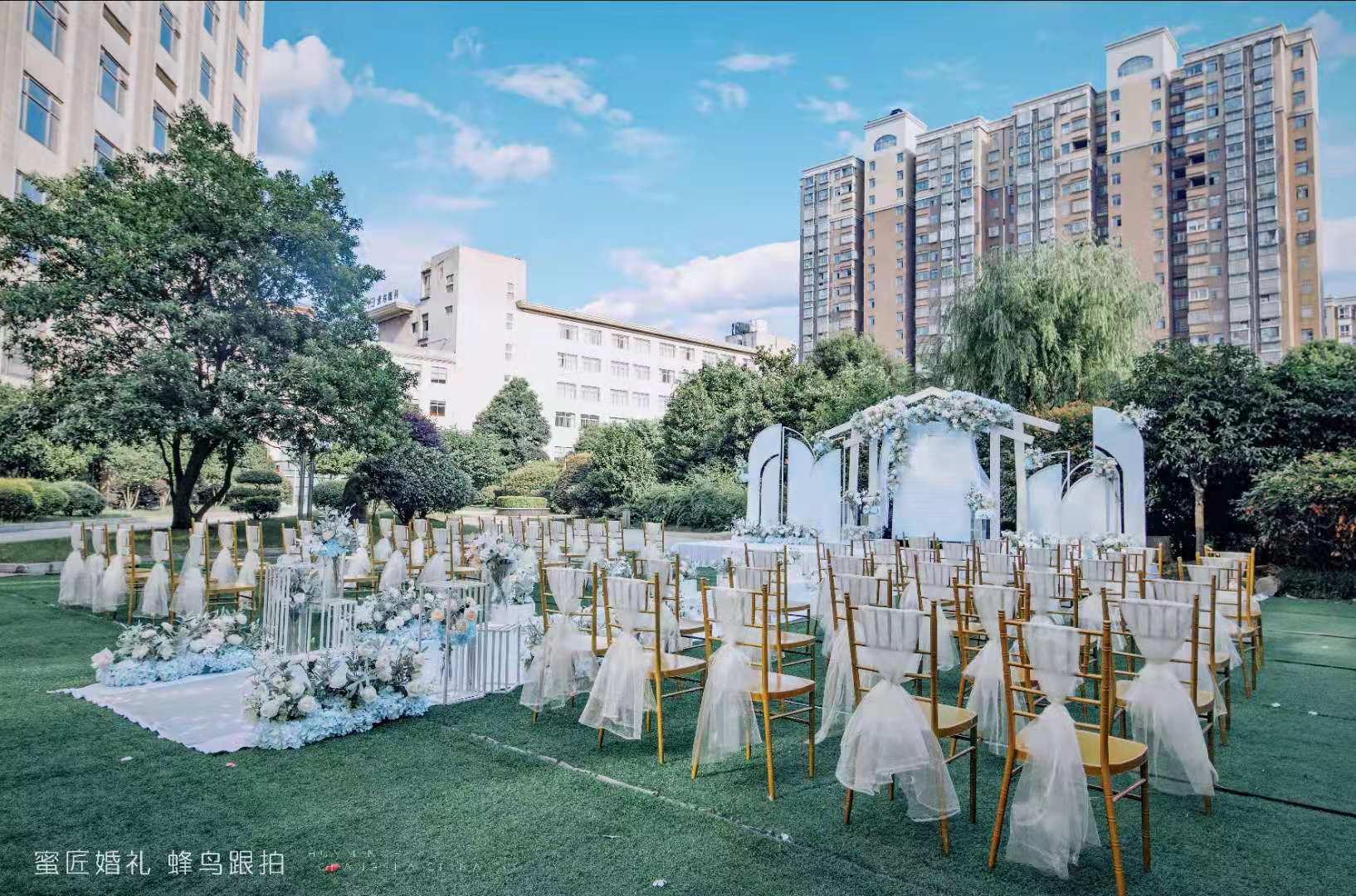 简单的婚礼需要准备什么 婚礼需要哪些工作人员