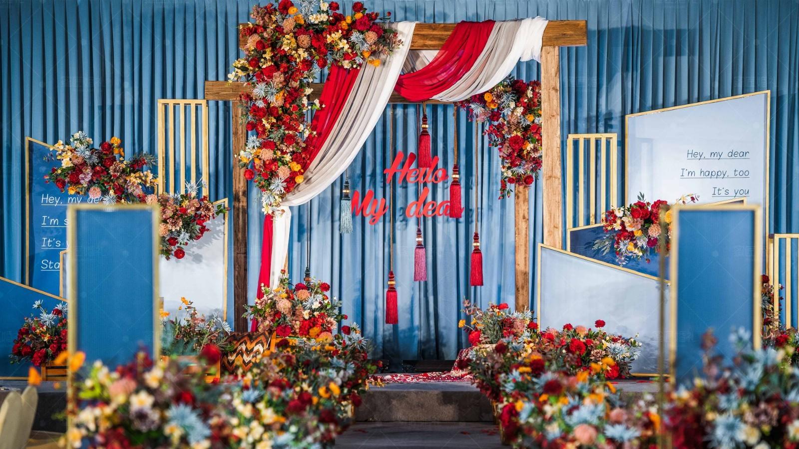 高贵优雅的婚礼签到台如何布置 优雅婚礼签到台布置技巧
