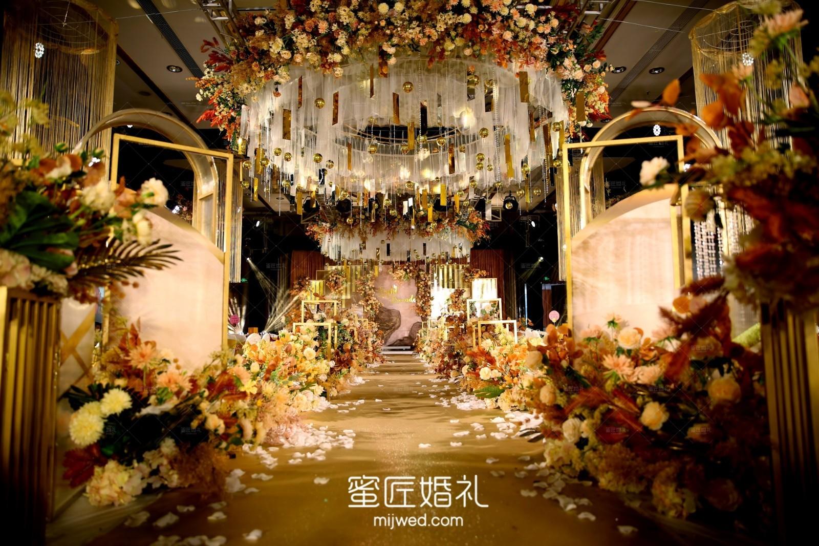 纯真的婚礼签到台如何布置 纯真婚礼签到台布置技巧