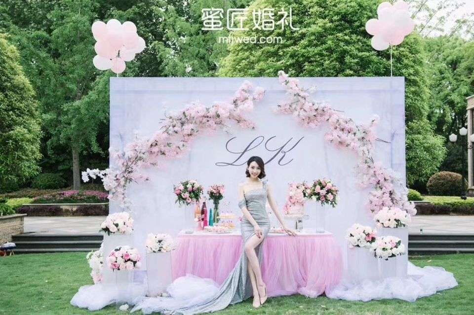 少女心婚礼签到台布置技巧