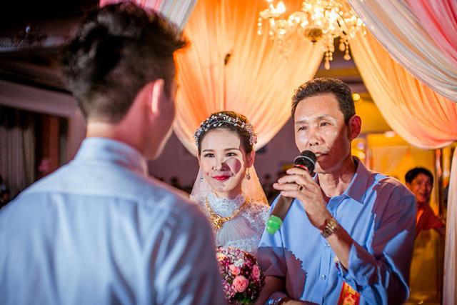 父母在婚礼上的致辞简单话 春节婚礼致辞父母该怎么说
