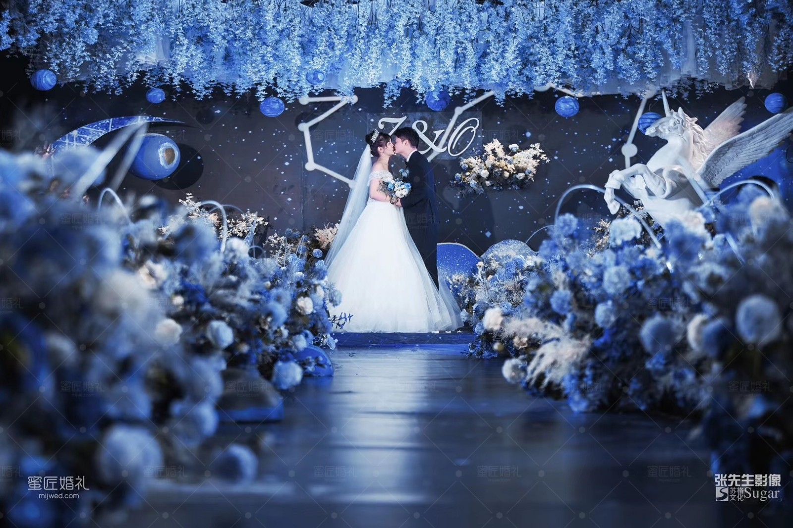 婚礼现场无吊顶的装饰