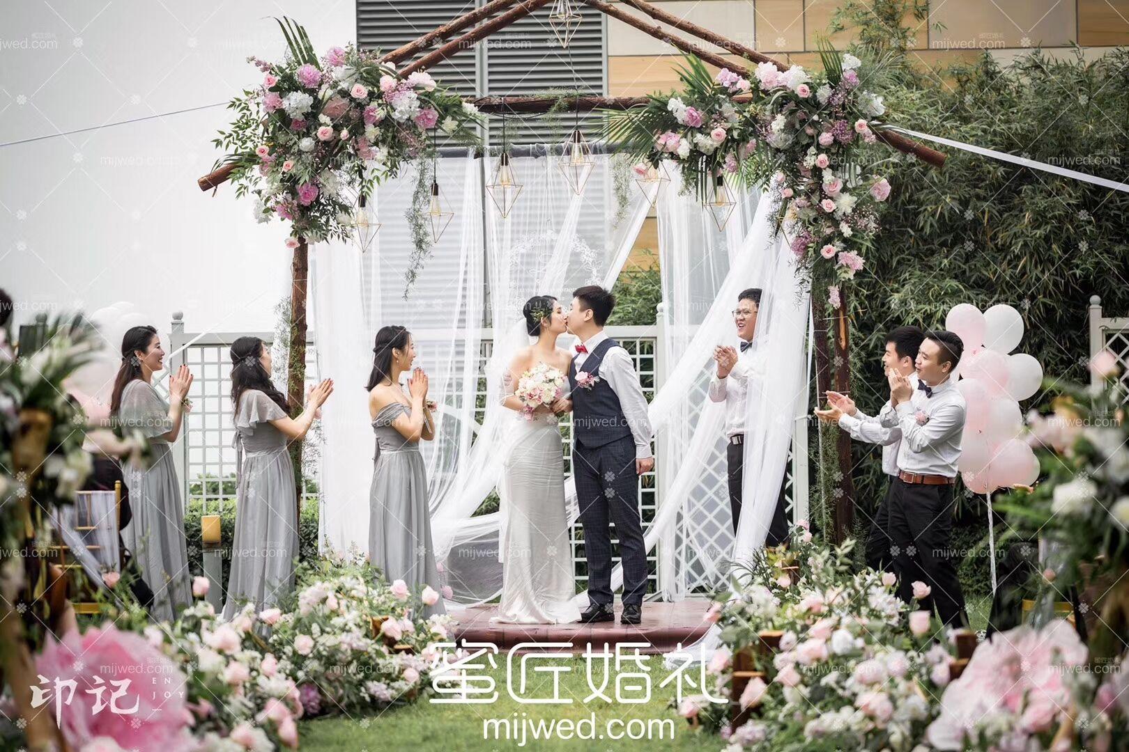 订婚仪式主持人讲话稿