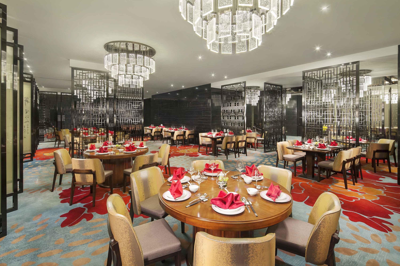 预订一家婚宴酒店的费用 举办婚礼预订酒店一般多少钱