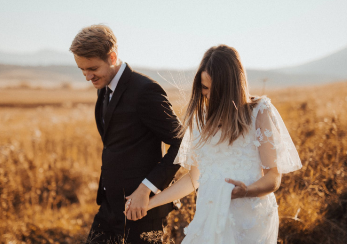 晒结婚证句子