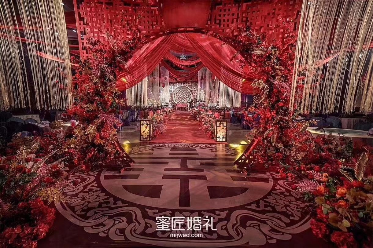 复古红色加金色婚礼