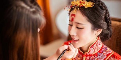 新娘妆用什么颜色的口红