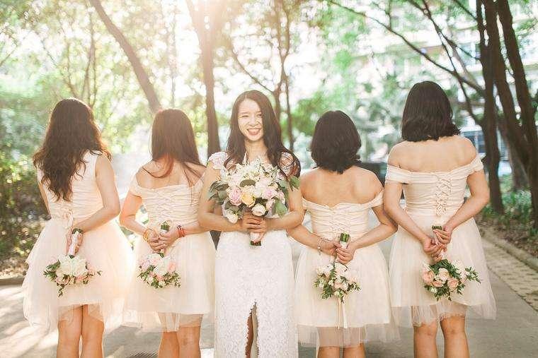 国庆节参加婚礼穿什么颜色的衣服 女士参加婚礼