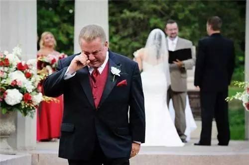 十月份结婚父母穿什么衣服 女儿结婚父母穿啥衣
