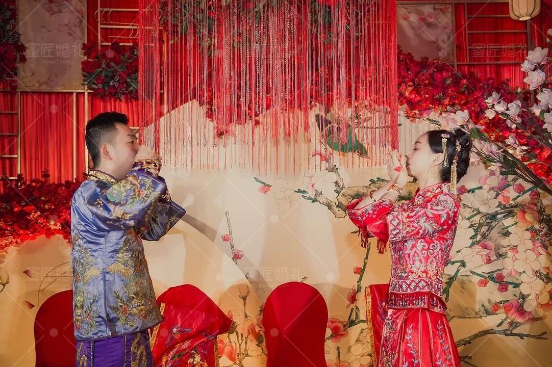 时尚中式婚礼现场布置图片