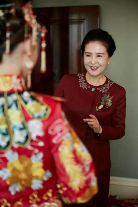 婚礼父母穿什么衣服好 父母婚礼现场适合什么服装