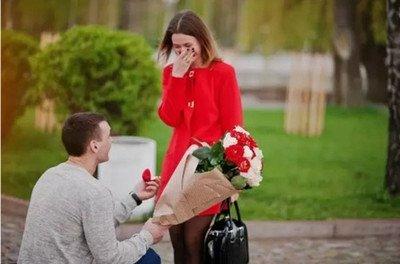 求婚应该怎么做 要怎么跟喜欢的人求婚