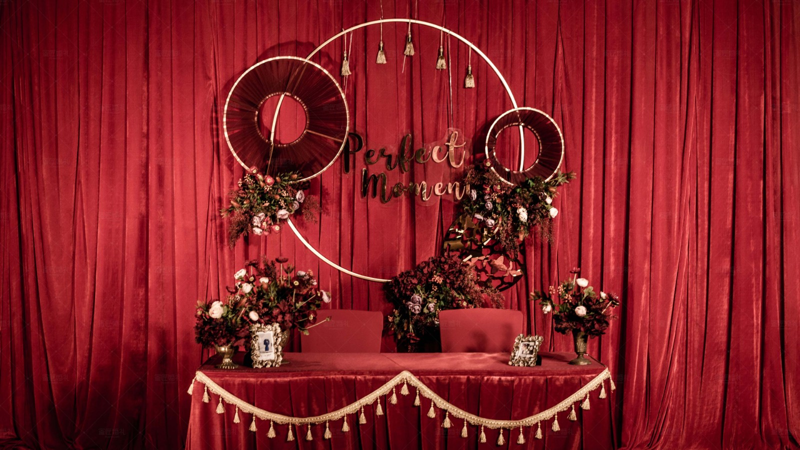 以红色为主的婚礼现场布置 红色系婚礼现场