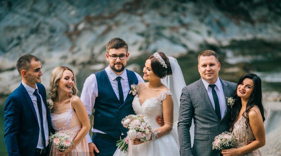 参加婚礼如何穿搭 参加婚礼该怎么穿搭
