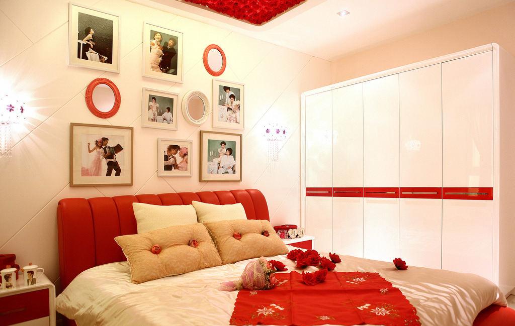 结婚照挂在卧室什么位置好 婚纱照挂在卧室哪里比较好