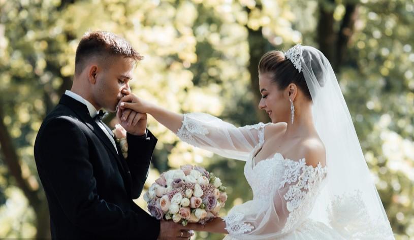 因疫情重新举办婚礼朋友圈 疫情延迟婚礼第二次怎么通知
