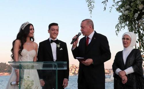 证婚人的婚礼致辞 2021证婚人婚礼致辞最新