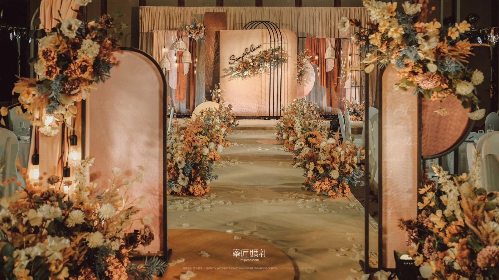 2021流行的婚礼布置风格 2021婚礼布置现场图片