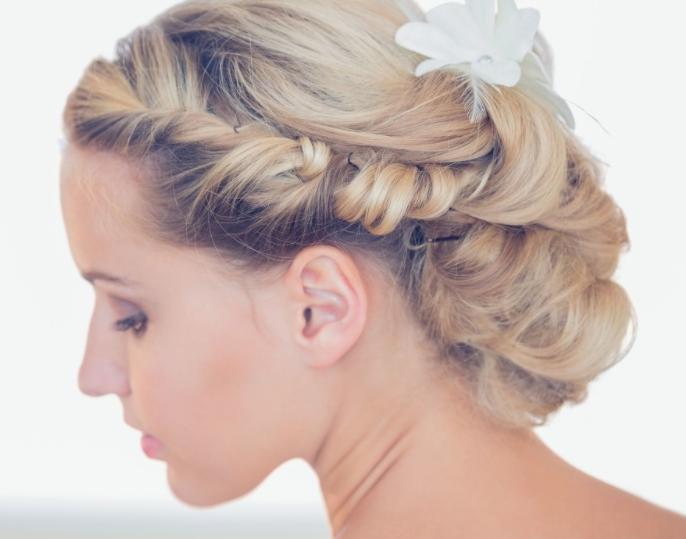 新娘怎么盘头发简单好看 新娘发型简单大方步骤