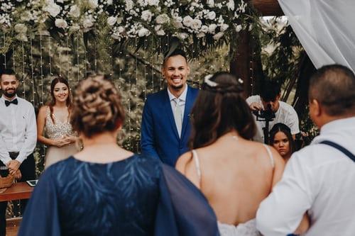 婚礼祝福歌曲送给新郎新娘 婚礼上祝福新人的歌曲