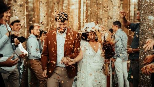 婚礼主持人致辞稿 婚礼上主婚人的讲话稿