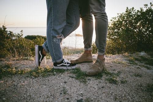男生喜欢上一个人的表现 男生喜欢一个人的迹象