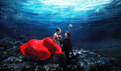 拍一套水下婚纱照多少钱
