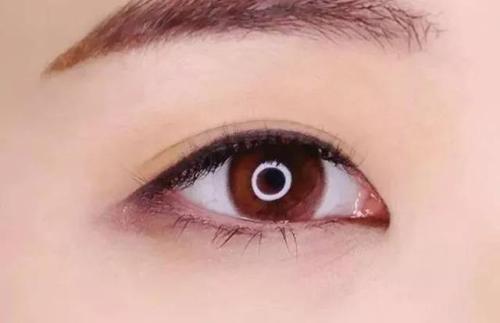 美瞳线和眼线哪个好看