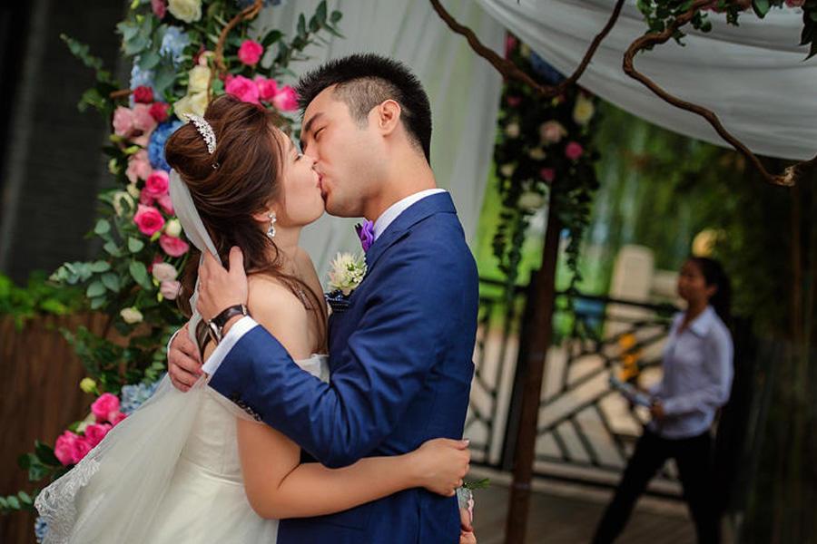 扬州婚庆摄影师多少钱 扬州婚礼摄像师一场多少钱