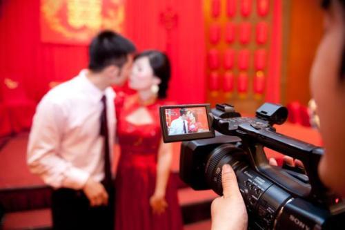 石家庄请摄影师拍一天多少钱 石家庄请婚礼跟拍大概要多少钱