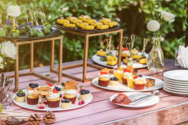 婚礼甜品台什么时间开始布置 婚礼甜品台需要自己准备吗