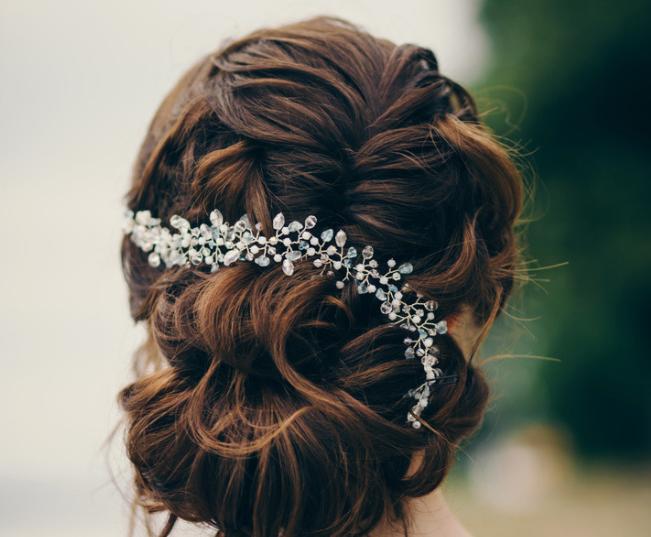 订婚时扎什么发型简单又好看