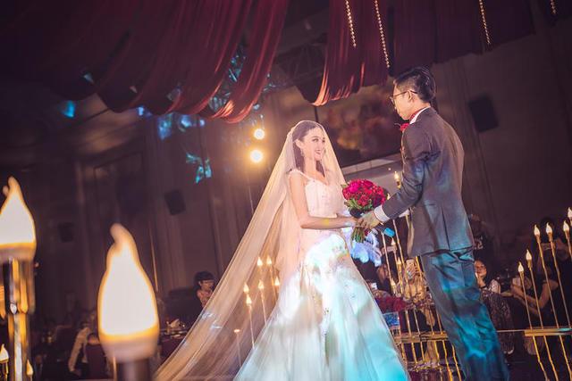 女儿结婚在群里邀请函范本