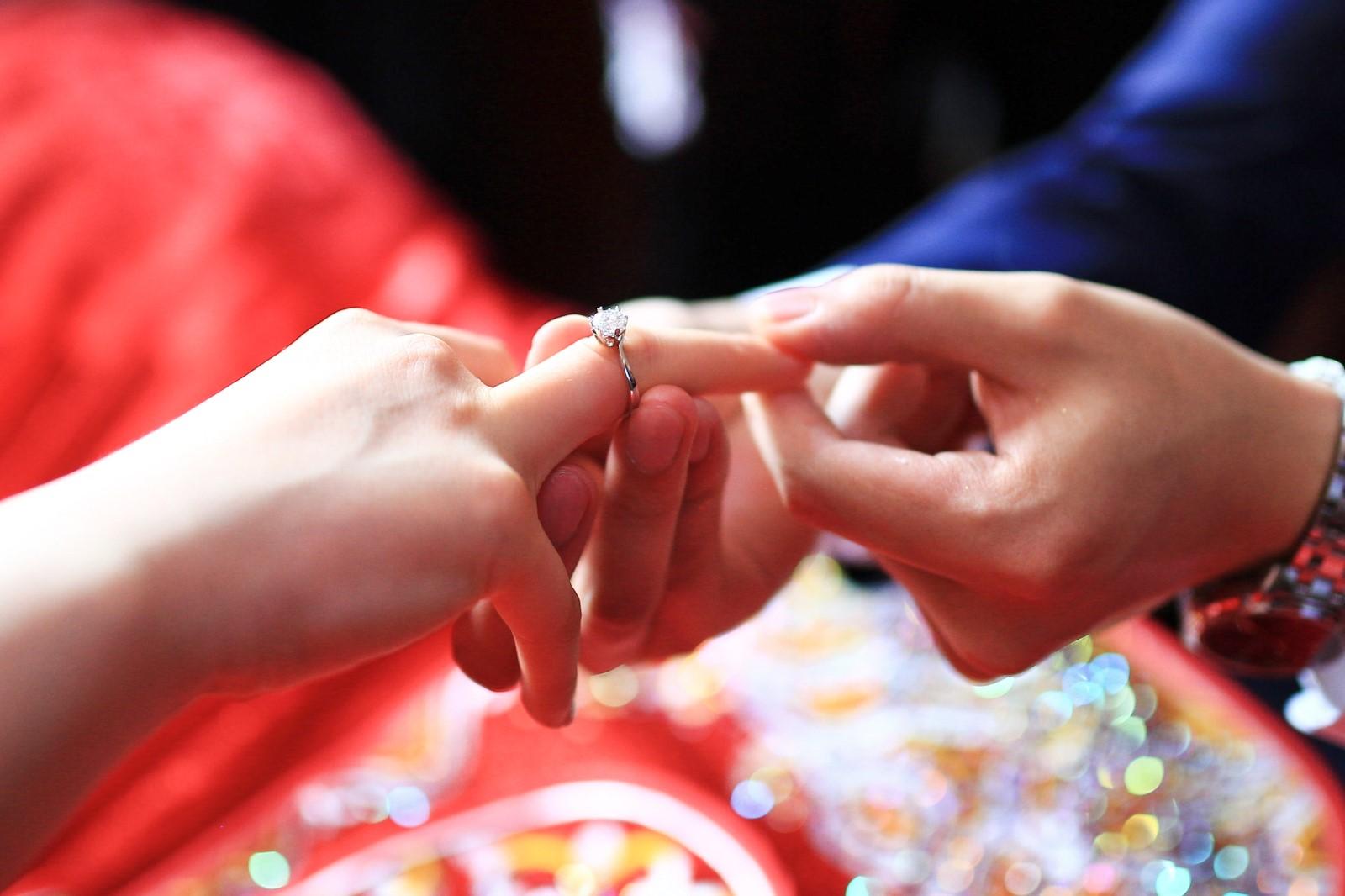 公布自己订婚的句子 男生公布自己订婚的句子