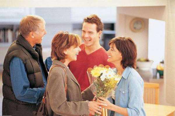 两家父母初次见面带什么礼物