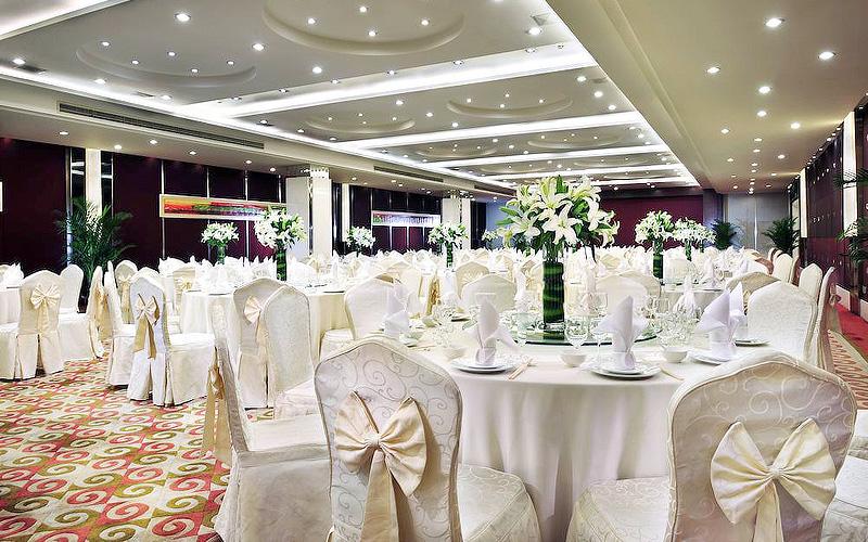 酒店办一场婚礼20桌多少钱
