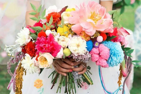 男朋友抢到手捧花给我了说说